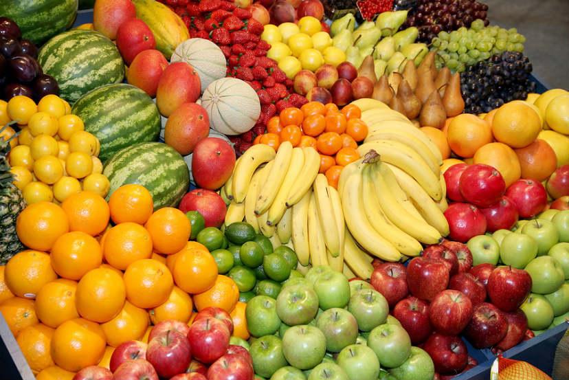 Διατροφή: Τι ισχύει τελικά: Παχαίνουν τα φρούτα ή όχι;