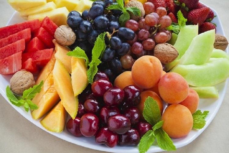 Καλοκαιρινά φρούτα: Υδατάνθρακες, θερμίδες και θρεπτικά συστατικά