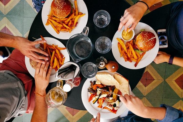 Έρευνα: Οι (κακές) Διατροφικές συνήθειες «πίσω» από τα χρόνια νοσήματα των Ελλήνων