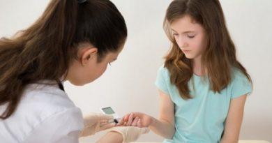 Σε απόγνωση η μητέρα 8χρονου μαθητή για την έλλειψη σχολικού νοσηλευτή