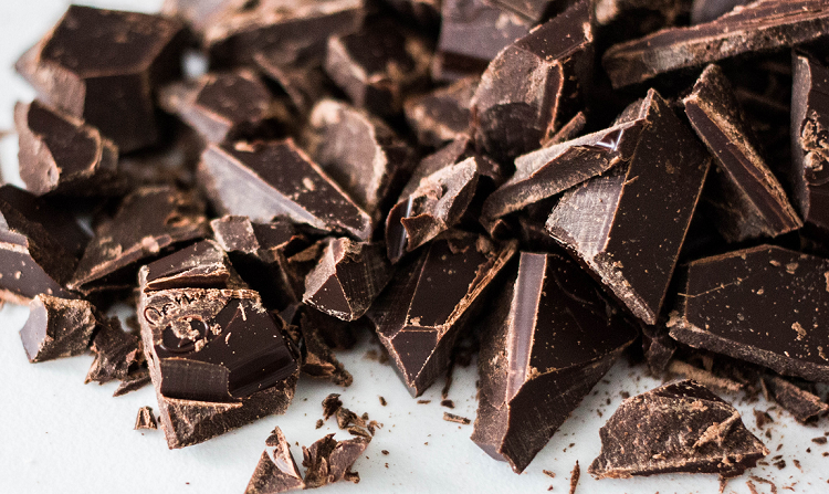 Λίγη μαύρη σοκολάτα την ημέρα κάνει καλό στην όραση