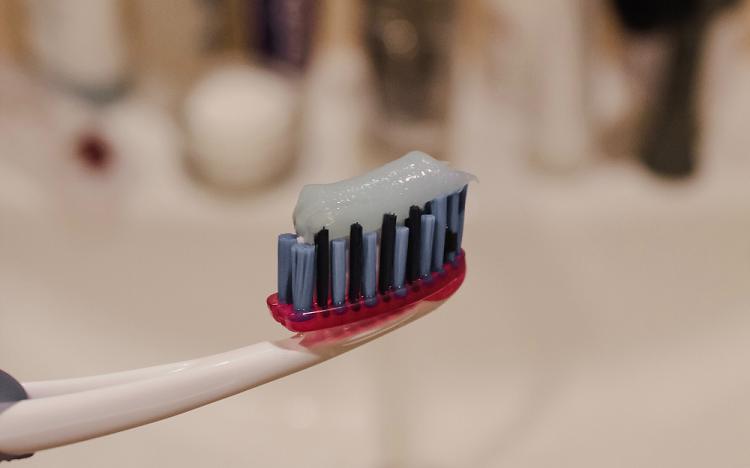 Περιοδοντίτιδα: Προστατέψτε την υγεία των δοντιών σας με την σωστή οδοντόβουρτσα